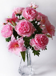 Букет пионов с лилиями и мелкоцветом выс. 43 см